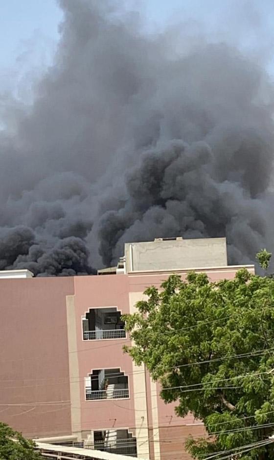 تحطم طائرة على متنها 107 ركاب فوق حي مكتظ بالسكان في باكستان صورة رقم 9