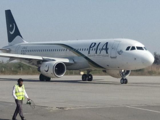 تحطم طائرة على متنها 107 ركاب فوق حي مكتظ بالسكان في باكستان صورة رقم 12