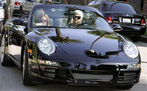 بالصور: أي ثنائي من المشاهير والنجوم يمتلك أروع السيارات؟ صورة رقم 1