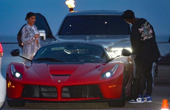 بالصور: أي ثنائي من المشاهير والنجوم يمتلك أروع السيارات؟ صورة رقم 2