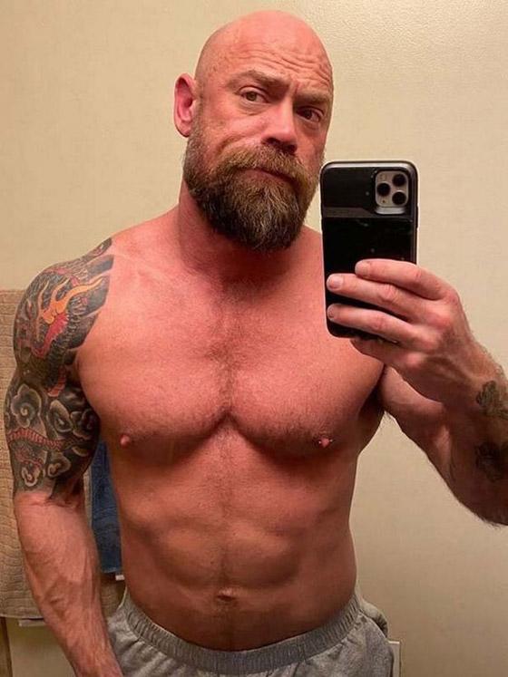 بسبب كورونا.. رياضي مفتول العضلات يفقد وزنه ويتحول لجسد نحيل! صورة رقم 7