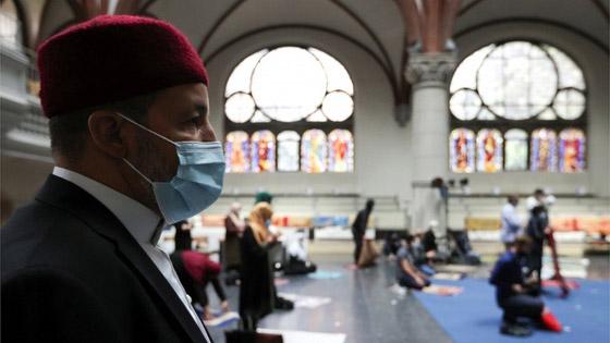 ما أجمل التسامح: كنيسة برلين تستضيف المسلمين لأداء صلاة العيد.. فيديو وصور صورة رقم 2