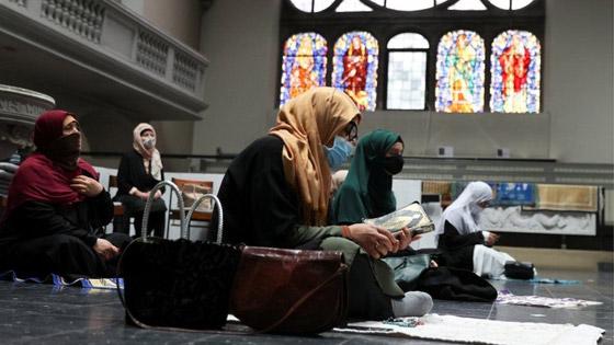 ما أجمل التسامح: كنيسة برلين تستضيف المسلمين لأداء صلاة العيد.. فيديو وصور صورة رقم 3