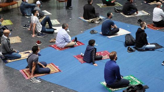 ما أجمل التسامح: كنيسة برلين تستضيف المسلمين لأداء صلاة العيد.. فيديو وصور صورة رقم 4