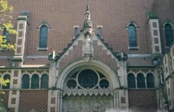 ما أجمل التسامح: كنيسة برلين تستضيف المسلمين لأداء صلاة العيد.. فيديو وصور صورة رقم 5