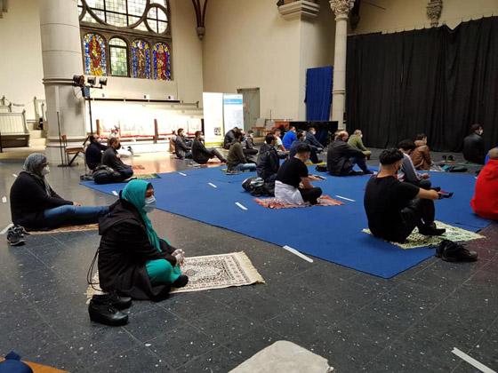 ما أجمل التسامح: كنيسة برلين تستضيف المسلمين لأداء صلاة العيد.. فيديو وصور صورة رقم 8
