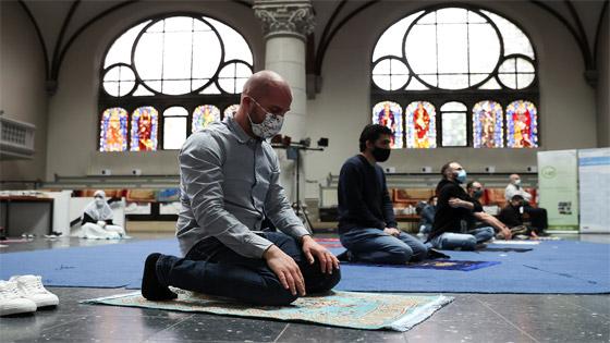ما أجمل التسامح: كنيسة برلين تستضيف المسلمين لأداء صلاة العيد.. فيديو وصور صورة رقم 1