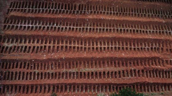 صفوف من المقابر المفتوحة.. البرازيل ثاني أكبر بؤرة كورونا! صورة رقم 2