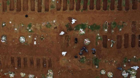 صفوف من المقابر المفتوحة.. البرازيل ثاني أكبر بؤرة كورونا! صورة رقم 4