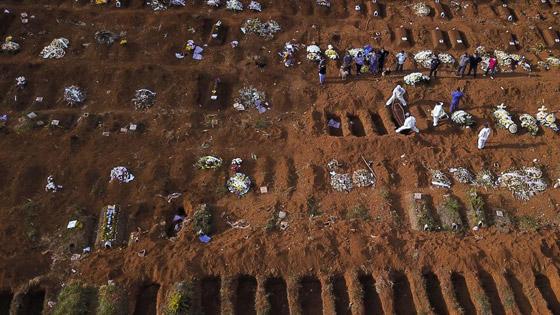 صفوف من المقابر المفتوحة.. البرازيل ثاني أكبر بؤرة كورونا! صورة رقم 5