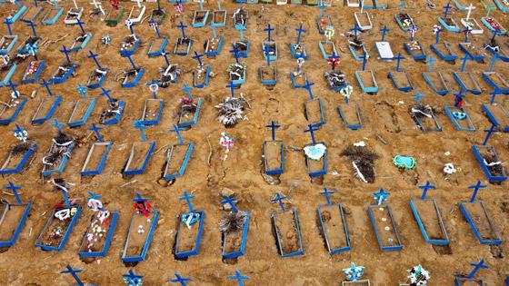 صفوف من المقابر المفتوحة.. البرازيل ثاني أكبر بؤرة كورونا! صورة رقم 6