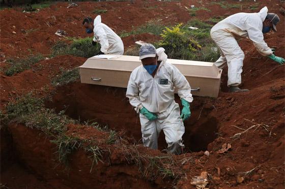 صفوف من المقابر المفتوحة.. البرازيل ثاني أكبر بؤرة كورونا! صورة رقم 13