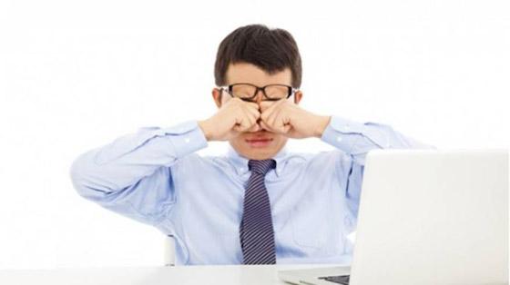 ما هي متلازمة عين المكتب؟ ان كنت تستعمل الكمبيوتر كثيرا قد تصيبك! صورة رقم 6