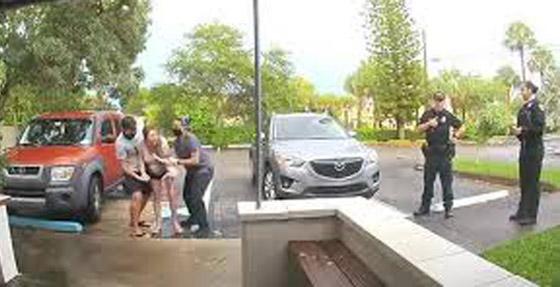 فيديو صادم ومثير: ولادة طفل أمريكي والأم واقفة على قدميها في الشارع! صورة رقم 3