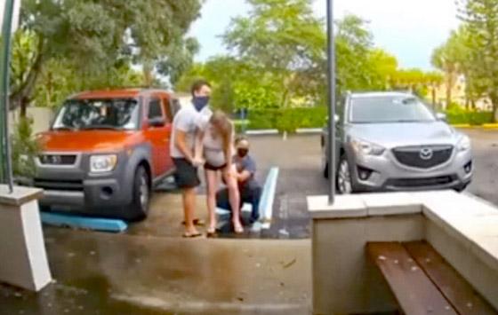 فيديو صادم ومثير: ولادة طفل أمريكي والأم واقفة على قدميها في الشارع! صورة رقم 6