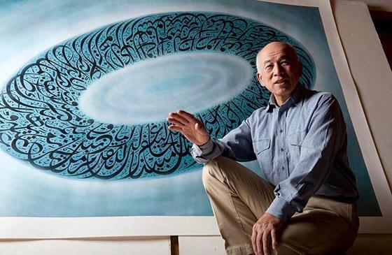 صور: خطاط ياباني يتميز بكتاباته المدهشة باللغة العربية وآيات قرآنية صورة رقم 6