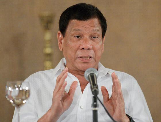 فيروس كورونا: الرئيس الفلبيني يطلب من مواطنيه تعقيم الكمامات بالبنزين! صورة رقم 6