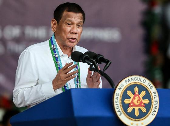 فيروس كورونا: الرئيس الفلبيني يطلب من مواطنيه تعقيم الكمامات بالبنزين! صورة رقم 8