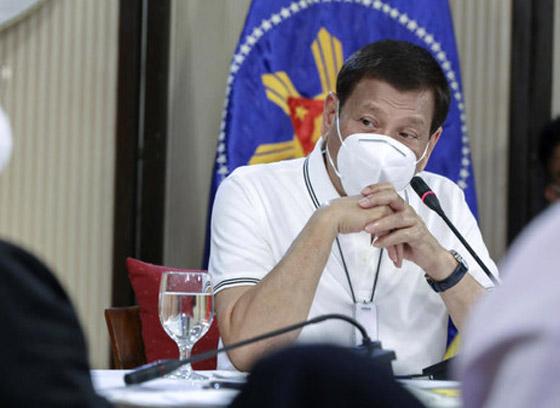 فيروس كورونا: الرئيس الفلبيني يطلب من مواطنيه تعقيم الكمامات بالبنزين! صورة رقم 3