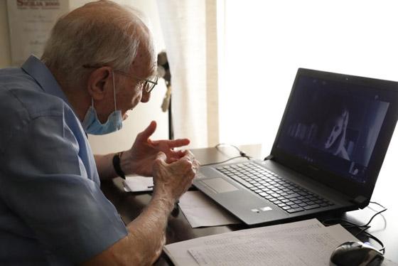 نجا من الحرب وكورونا.. أكبر طالب جامعي إيطالي يتخرج بعمر 96 عاما صورة رقم 3
