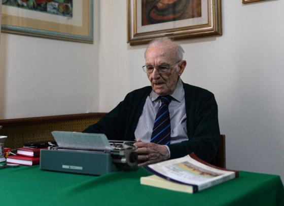 نجا من الحرب وكورونا.. أكبر طالب جامعي إيطالي يتخرج بعمر 96 عاما صورة رقم 5
