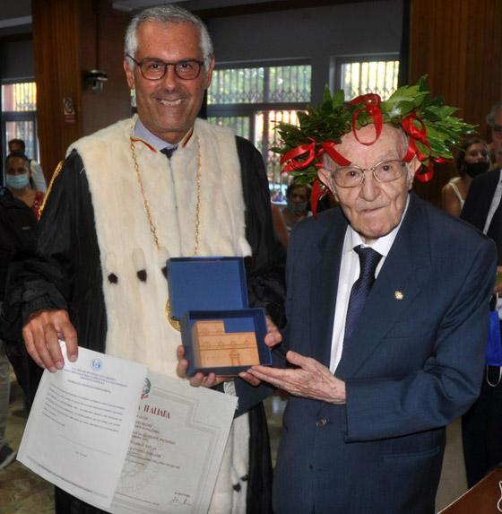 نجا من الحرب وكورونا.. أكبر طالب جامعي إيطالي يتخرج بعمر 96 عاما صورة رقم 10