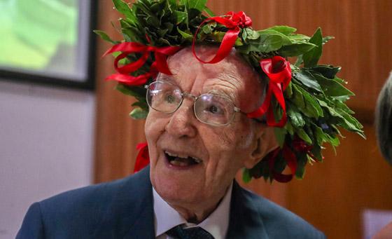 نجا من الحرب وكورونا.. أكبر طالب جامعي إيطالي يتخرج بعمر 96 عاما صورة رقم 12