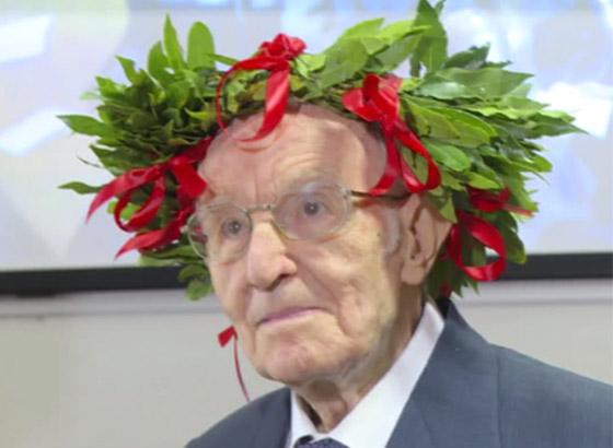 نجا من الحرب وكورونا.. أكبر طالب جامعي إيطالي يتخرج بعمر 96 عاما صورة رقم 18