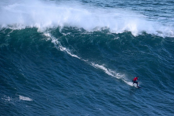 لقطة توقف القلب: برازيلية تحطم رقما قياسيا بركوب أكبر موجة أسطورية! صورة رقم 13