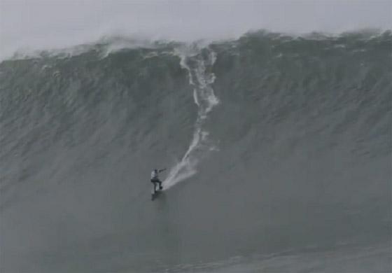 لقطة توقف القلب: برازيلية تحطم رقما قياسيا بركوب أكبر موجة أسطورية! صورة رقم 9