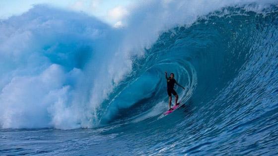 لقطة توقف القلب: برازيلية تحطم رقما قياسيا بركوب أكبر موجة أسطورية! صورة رقم 19