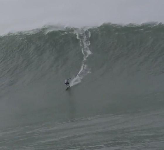 لقطة توقف القلب: برازيلية تحطم رقما قياسيا بركوب أكبر موجة أسطورية! صورة رقم 5
