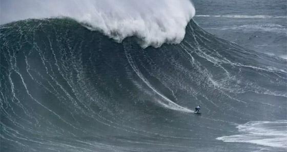 لقطة توقف القلب: برازيلية تحطم رقما قياسيا بركوب أكبر موجة أسطورية! صورة رقم 2