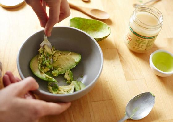 زبدة الأفوكادو والثوم.. بديل صحي وسحري بفوائد مذهلة ونكهة مميزة صورة رقم 2