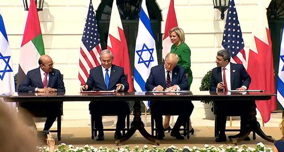 أمير أردني يتجاهل الحدث التاريخي ويسخر منهم لعدم ارتدائهم الكمامات! صورة رقم 8