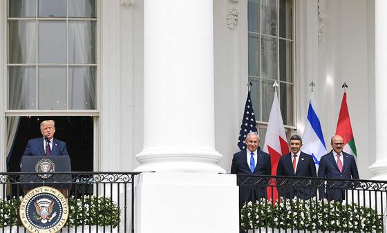 أمير أردني يتجاهل الحدث التاريخي ويسخر منهم لعدم ارتدائهم الكمامات! صورة رقم 11