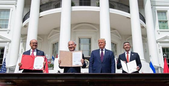 أمير أردني يتجاهل الحدث التاريخي ويسخر منهم لعدم ارتدائهم الكمامات! صورة رقم 14