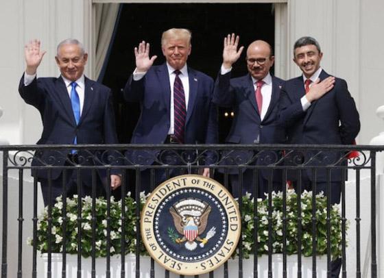 أمير أردني يتجاهل الحدث التاريخي ويسخر منهم لعدم ارتدائهم الكمامات! صورة رقم 15