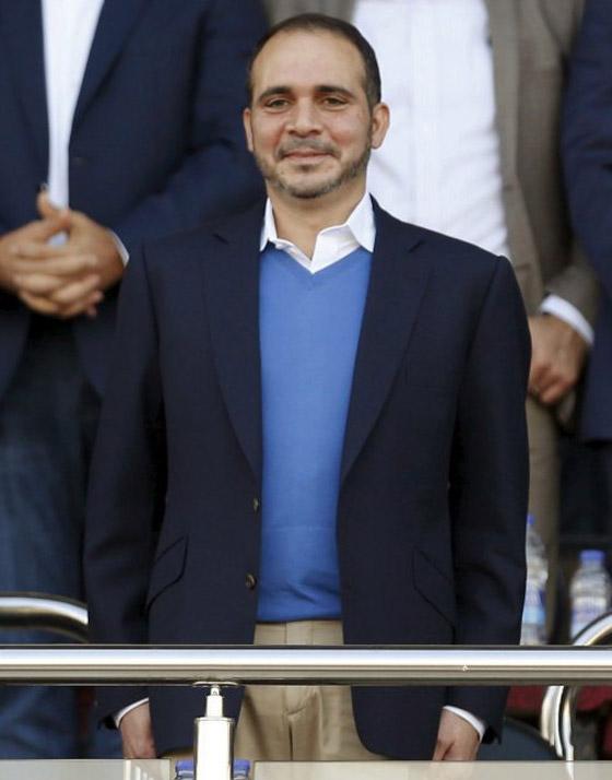 أمير أردني يتجاهل الحدث التاريخي ويسخر منهم لعدم ارتدائهم الكمامات! صورة رقم 4
