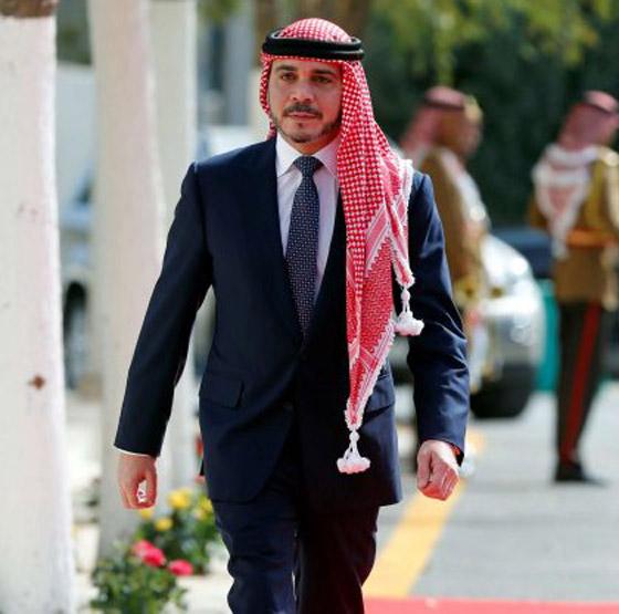أمير أردني يتجاهل الحدث التاريخي ويسخر منهم لعدم ارتدائهم الكمامات! صورة رقم 5