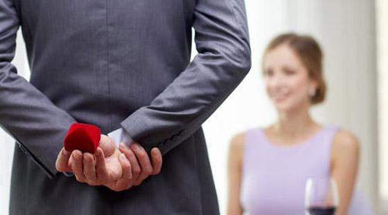 صورة رقم 2 - 4 إشارات تشير إلى أن حبيبك يريد الزواج منك