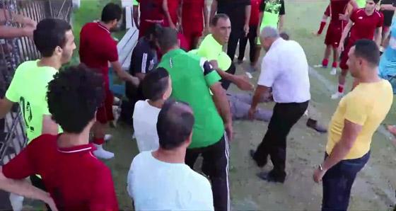 صورة رقم 2 - بالفيديو: وفاة مدرب فريق مصري على أرض الملعب.. وانهيار نجله واللاعبين