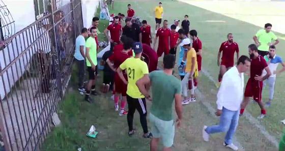 صورة رقم 3 - بالفيديو: وفاة مدرب فريق مصري على أرض الملعب.. وانهيار نجله واللاعبين