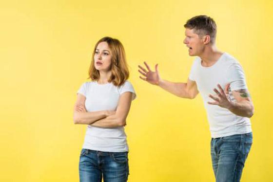 صورة رقم 3 - ماذا تفعلين إذا كان شريكك يلومك على كل شيء؟