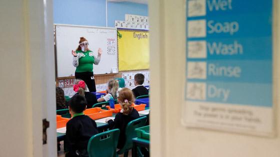 صورة رقم 1 - إغلاق المدارس بسبب كورونا يفقد الأطفال مهارات أساسية