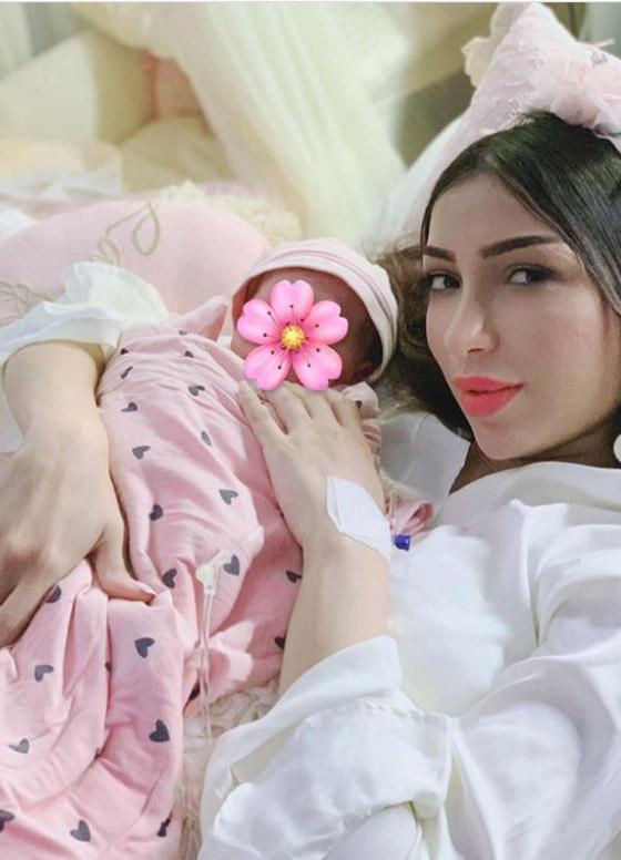 شاهد.. دنيا بطمة تنشر لحظة قطع الحبل السري لابنتها ليلى روز! صورة رقم 2