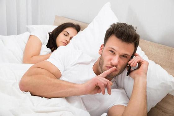 صورة رقم 2 - علامات تشير إلى الخيانة الزوجية.. انتبهي لها!
