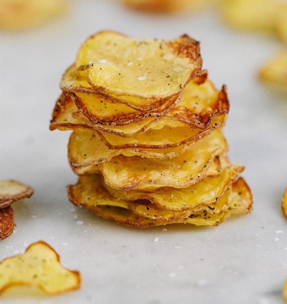 بدلا من قليها بالزيت.. إليكم طريقة صنع رقائق البطاطس في الميكروويف صورة رقم 7