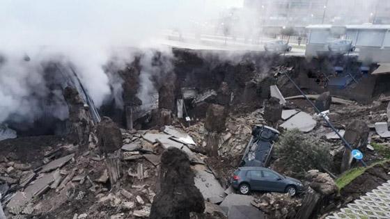 فيديو مرعب لانهيار أرضي يبتلع السيارات في موقف مستشفى إيطالي! صورة رقم 7