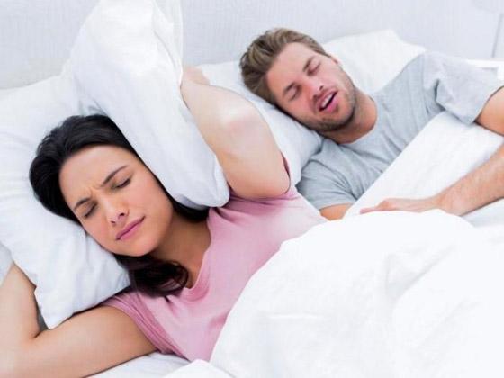 صورة رقم 1 - نصائح للتعامل مع زوجك الذي يعاني من الشخير!